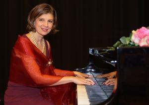 Olga Bolgari am Klavier